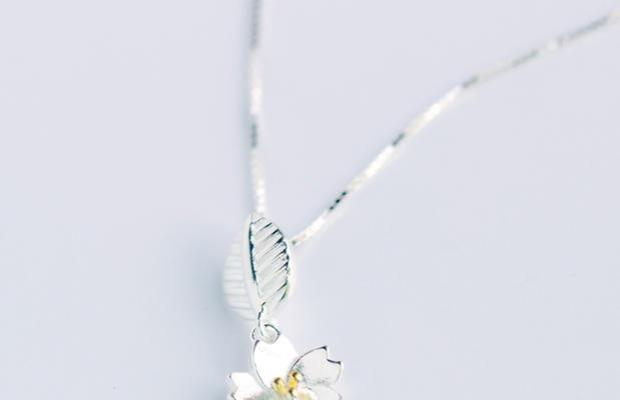 德国镜面抛光工艺,质感十足,珠宝级镂空焊接技术,结实牢固。小清新樱花树叶设计,精致典雅。超质量保证,还有完美售后哦!