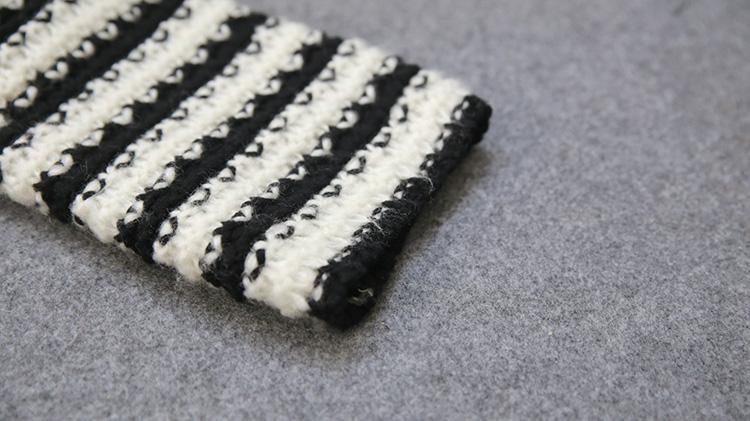 波浪黑白条纹毛衣